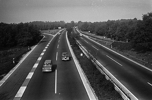 Black and white photograph of a German Autobahn (highway) from 1964, photographer: Harry Pot/Anefo