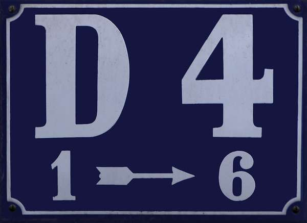 A blue street sign in Mannheim, square D4. In the first line you can read D4, below is an one, an arrow and a six.