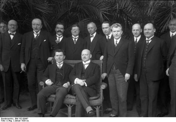 "Picture of the participants of the German-Lithuanian-Soviet negotiations in Berlin 1928 on which Gustav Stresemann wears a ""Stresemann""."