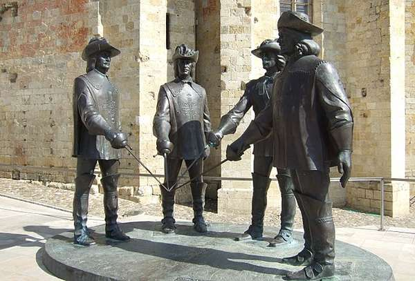 Photo of a d'Artagnan and the three musketeers sculpture by Zurab Tsereteli in Condom (Gers), France.